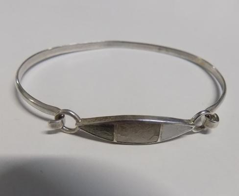 925 Silver & Mother of Pear bangle in leatherette bangle box