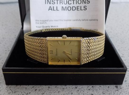 Boxed Accurist quartz gents 14ct gold plated watch with paperwork