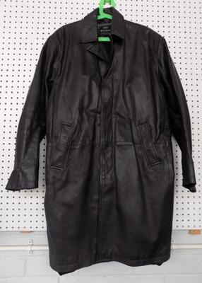 Large vintage Matinee leather coat - size XL