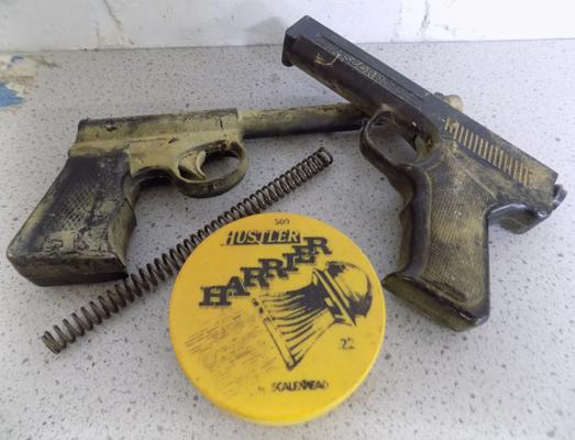 2x Vintage air-pistols with pellets