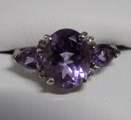 925 Silver & amethyst ring in leatherette box