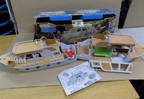 Sylvanian families Pleasure Boat x2, box & accessories-cannot confirm complete