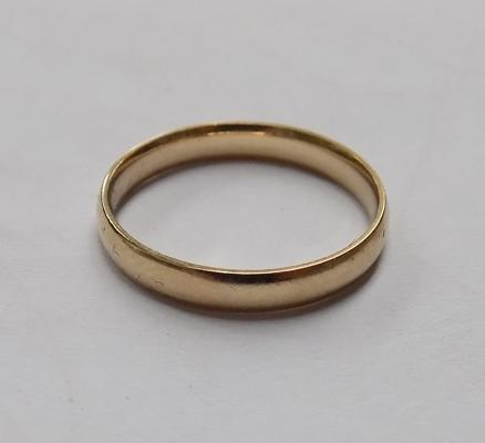 9ct gold plain band ring - size P 1/4