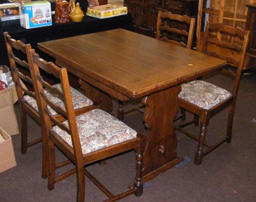 Extending oak table & 4 chairs