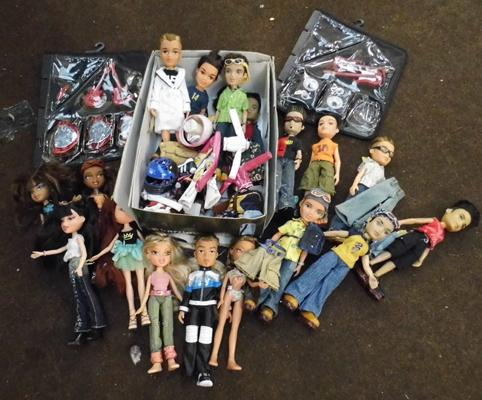 Selection of loose Bratz dolls & accessories