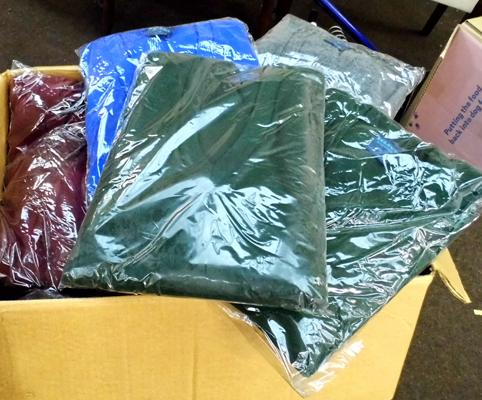 Box of 40 new acrylic jumpers (mixed sizes/colours)
