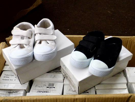 Box of 15 children's trainers-various sizes, black or white