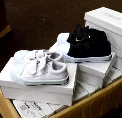Box of 16 children's trainers-various sizes, black or white