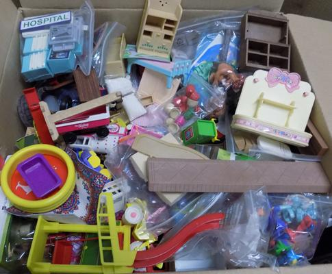Large selection of Sylvanian families furniture & accessories