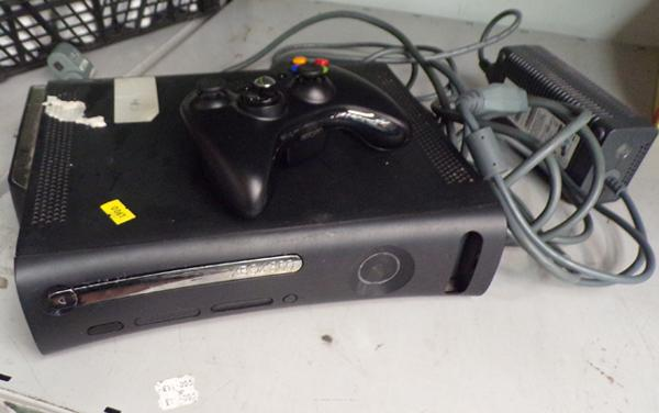 Xbox 360 with leads and controller in W/O