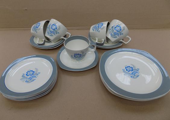 Vintage midwinter style craft 'Encore Blue' circa 1953 - cups, saucers, sideplates and 7 1/2 plates - 20 pieces, good condition