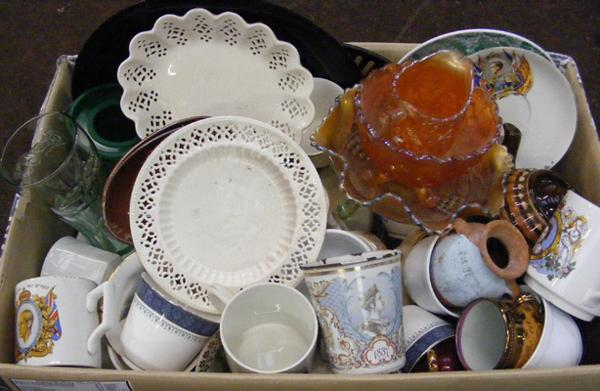 Mixed box of ceramics & collectables
