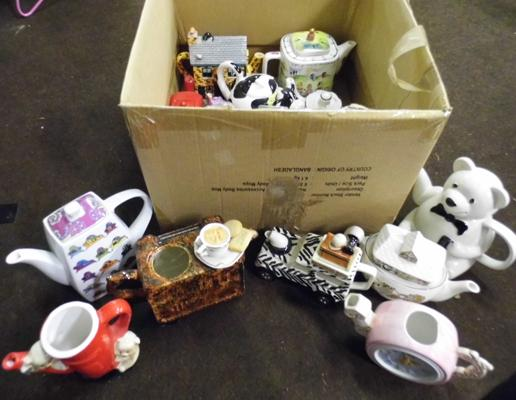 Box of collectable teapots