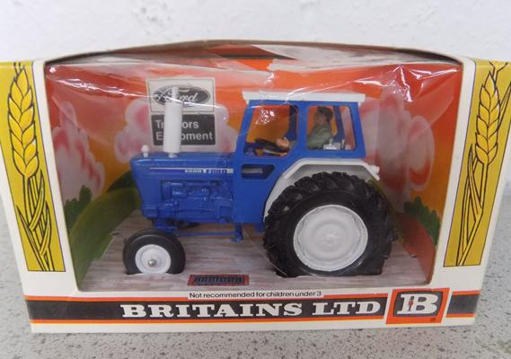 Britains Ltd vintage Ford tractor in original box