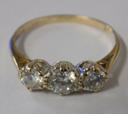 9ct gold white stone trilogy ring, size P 1/4