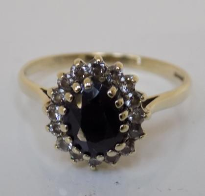 9ct gold sapphire cluster ring, size O 1/2