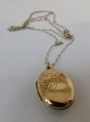 9ct gold chain & 9ct gold locket  (24 inch chain)