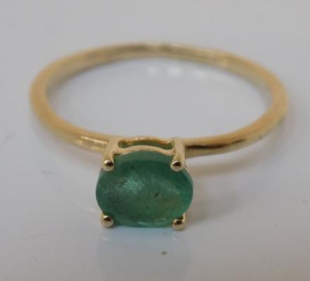 9ct gold emerald solitaire ring size J 1/2