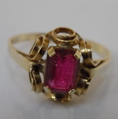 14ct ruby dress ring, size M 1/4