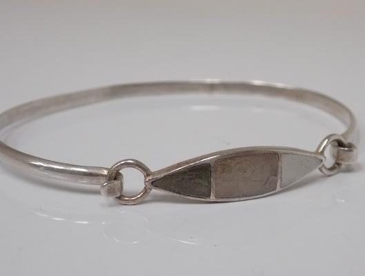 925 silver and mother of pearl bangle in leatherette bangle box