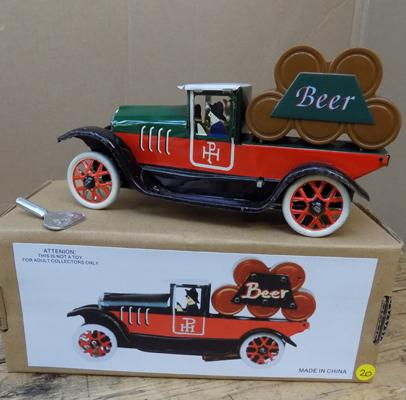 Tin plate wind-up beer barrel truck