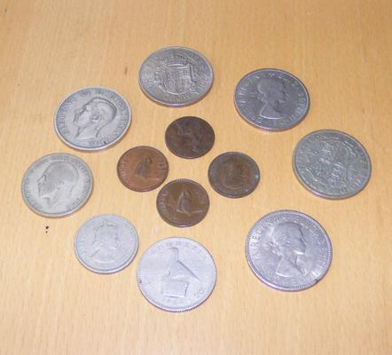 Selection of coins incl. 1933 florin farthings, half crown etc.