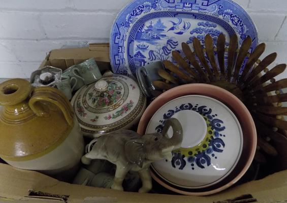 Mixed items, incl. collectables & antiques