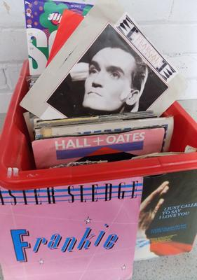 Box of 45s singles, excellent condition