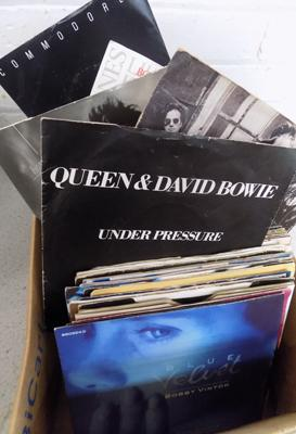 Box of 45s, singles, excellent condition