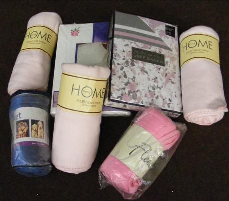 Selection of new/ unused fleece throws and duvet sets