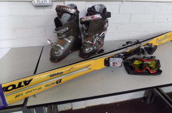 Pair of Harker M2.2 skis. head boots (size unclear) + Salice goggles