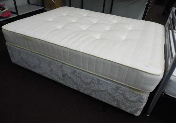 King size bed & mattress