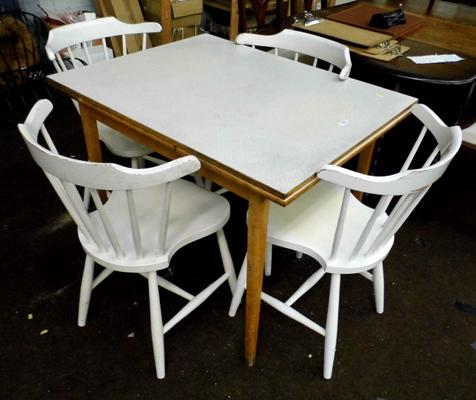 Extending kitchen table + four chairs