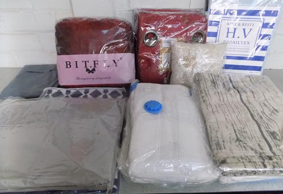 Box of curtains/towels/sheets