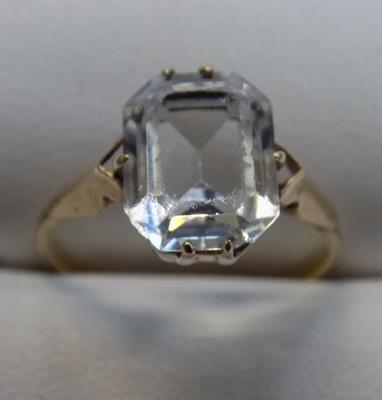 9ct gold aquamarine ring - size K 3/4