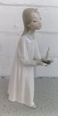 Lladro girl with candle - no damage found