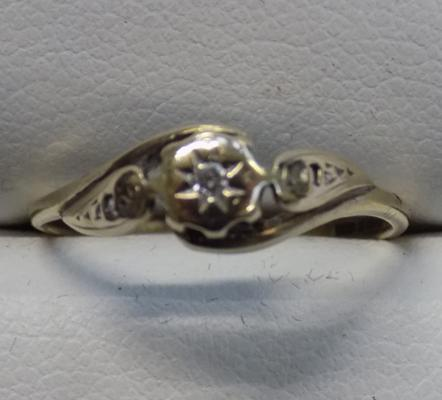 9ct gold diamond solitaire ring - size M