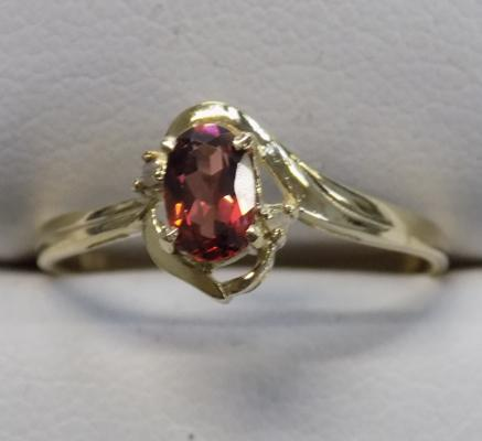9ct gold diamond and garnet ring - size O 1/4