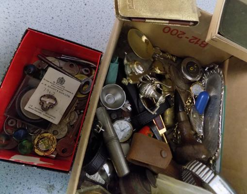 Box of collectables incl. badges, coins, medals, vesta, snuff box etc.