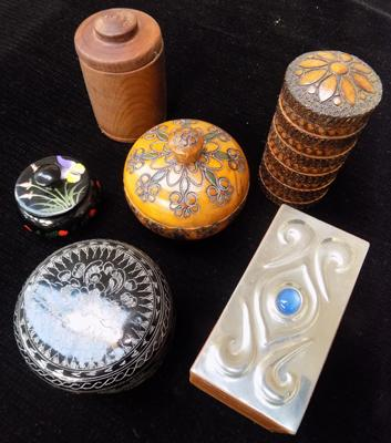 Assortment of trinket boxes
