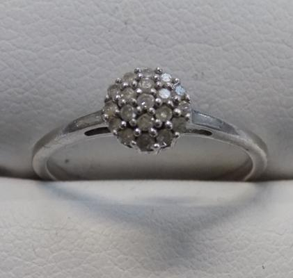 9ct white gold diamond cluster ring - size K