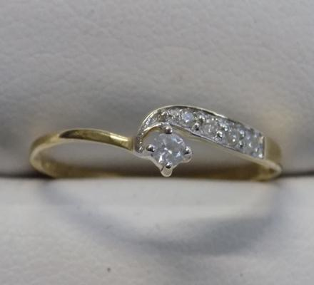 9ct gold diamond ring - size N 1/2