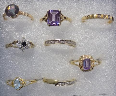 8x 9ct gold rings; sapphire, aquamarine, amethyst (2), mystic topaz, diamond (3) - sizes ranging from L to O 1/2