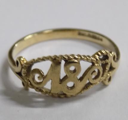 9ct gold '18' ring - size O 1/4