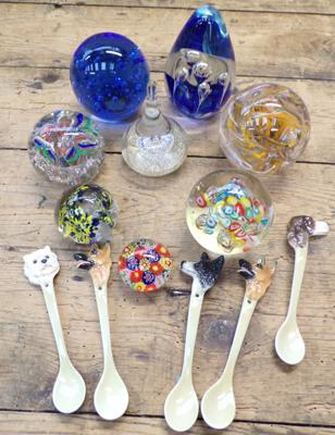 8x Paperweights and border fine arts porcelain 'Dog' spoons