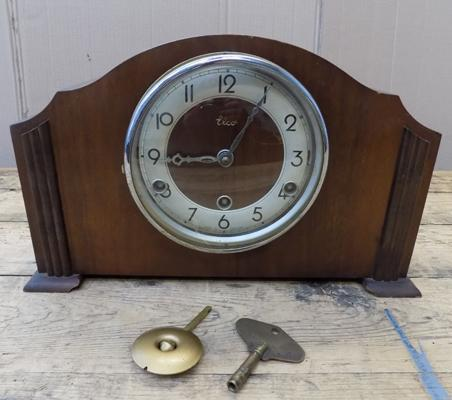 Perryvale 8 day oak mantle clock (key & pendulum in office)
