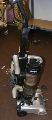 Hoover 240v bagless vacuum cleaner, good working order, sold as seen