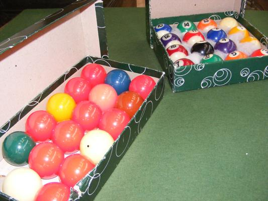 Set of pool and snooker balls