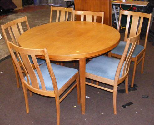 Retro extending table + 6 chairs
