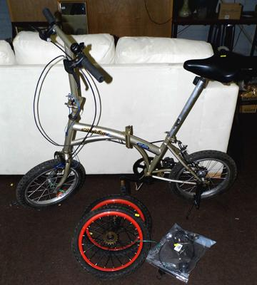 Folding city bike - 2 spare wheels, bell and horn
